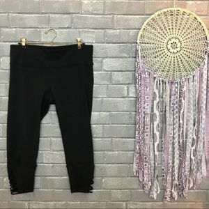 prana // jet black cropped capri yoga leggings l